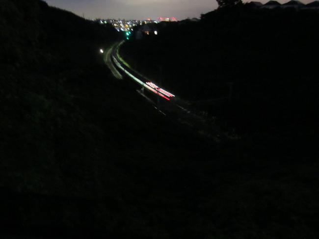 0001_トンネルに入る東海道線.JPG