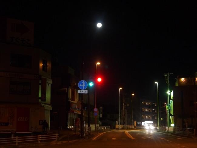 0302_国道16号の月.JPG