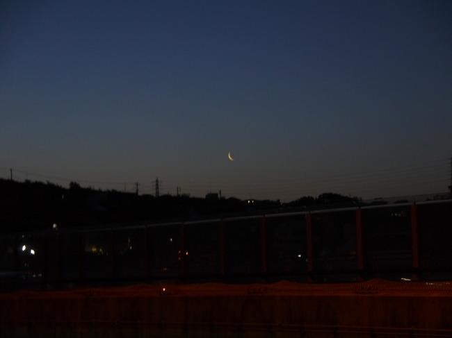 0412_上弦の月.JPG