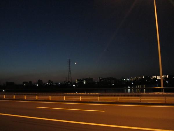 0414_鶴見川と金星.JPG