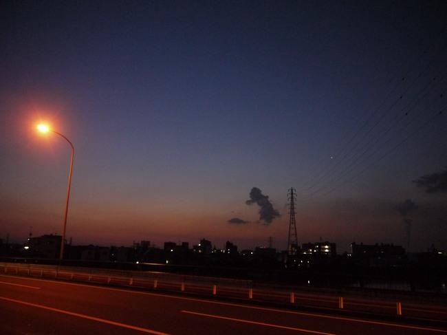 0421_鶴見川の薄明.JPG