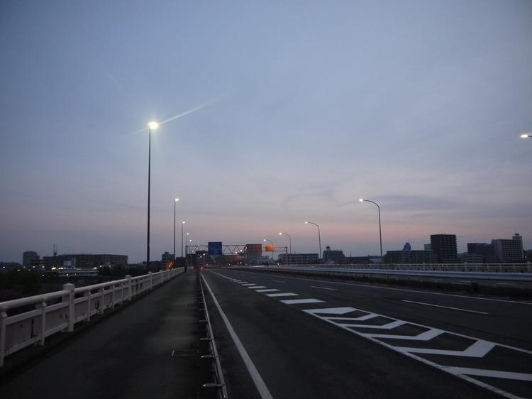 0510_多摩サイで夜明け.JPG