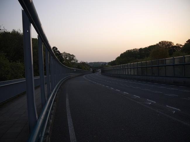 0513_朝の環状2号線.JPG
