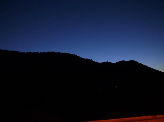 0516_薄明を迎える東の空.JPG