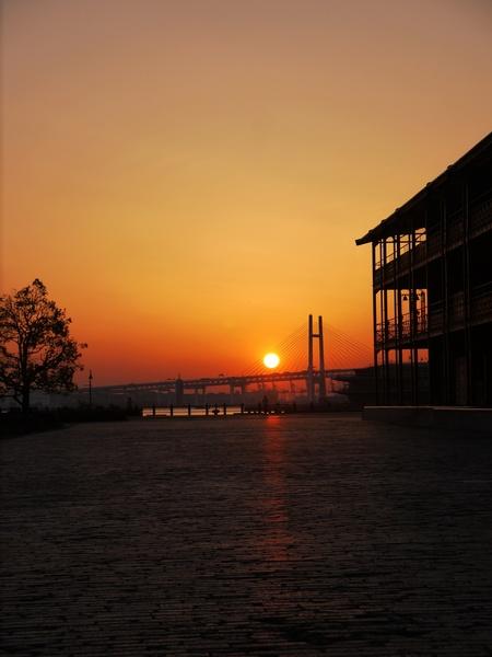 0528_赤レンガ倉庫の夜明け_.JPG