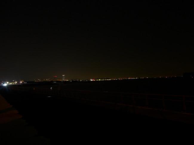 0534_森戸海岸で休憩.JPG