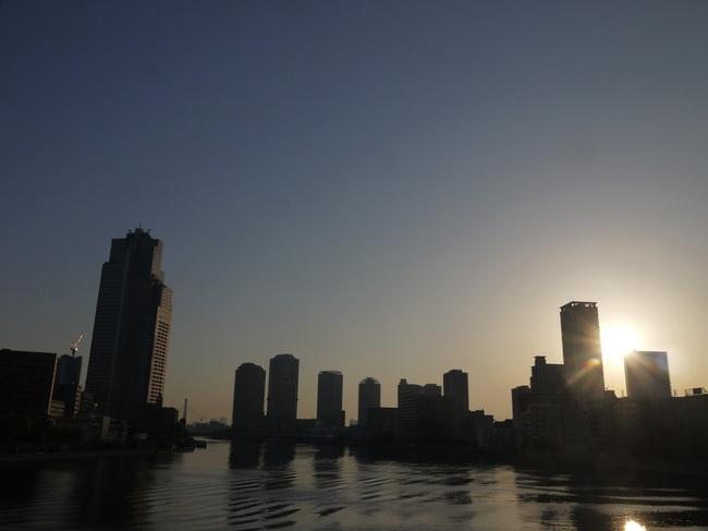 0539_勝鬨橋から朝日.JPG