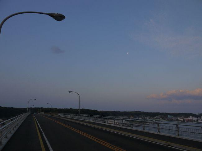 0543_城ケ島大橋と月.JPG