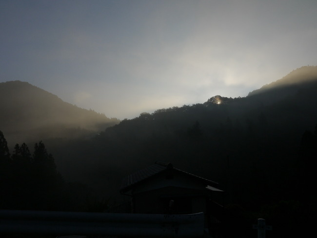 0546_第3ピーク登りからの太陽.JPG