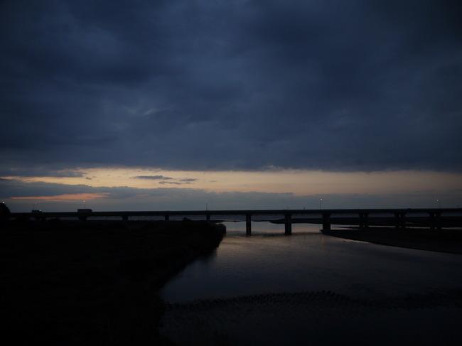 0551_酒匂川から東の空.JPG