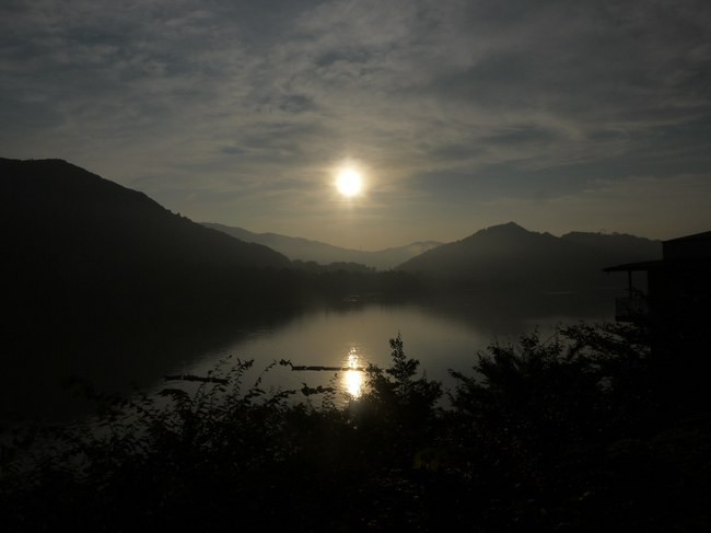 0604_相模湖の朝日.JPG