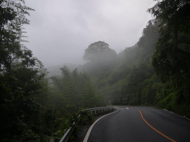 0606_上野原手前。霧の20号.JPG