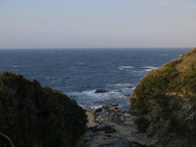 0608_剱埼灯台と入江.JPG
