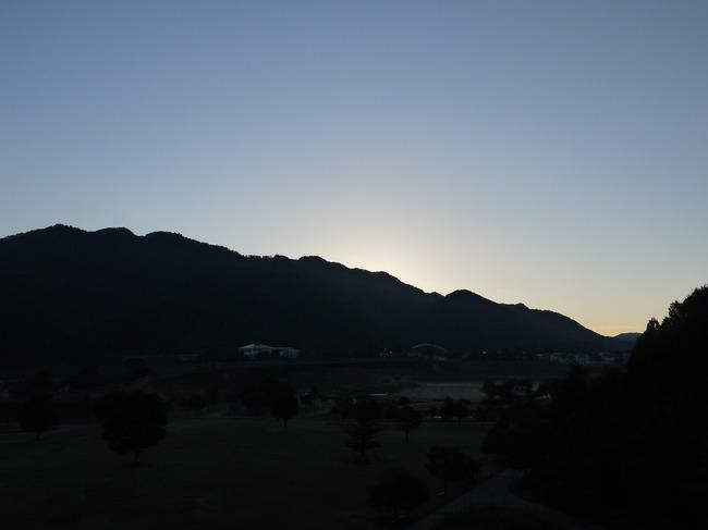 0616_宮ケ瀬中央公園の朝焼け.JPG