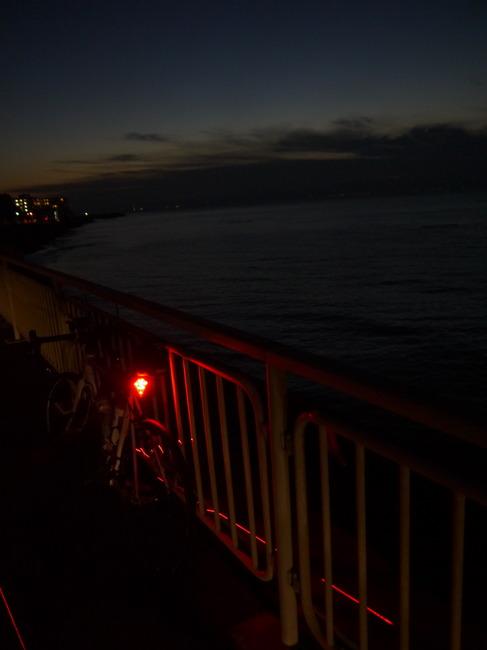 0619_久里浜方面の薄明の海.JPG
