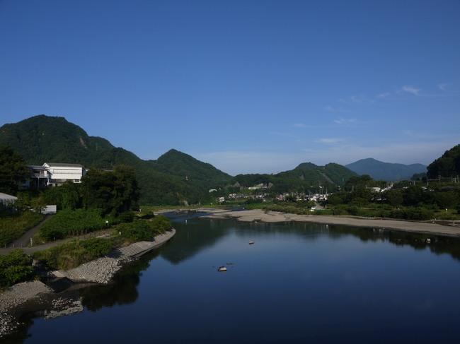 0628_開放的な相模川の上流.JPG