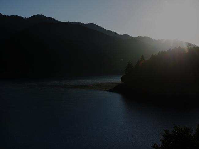 0639_湖面に朝もや.JPG