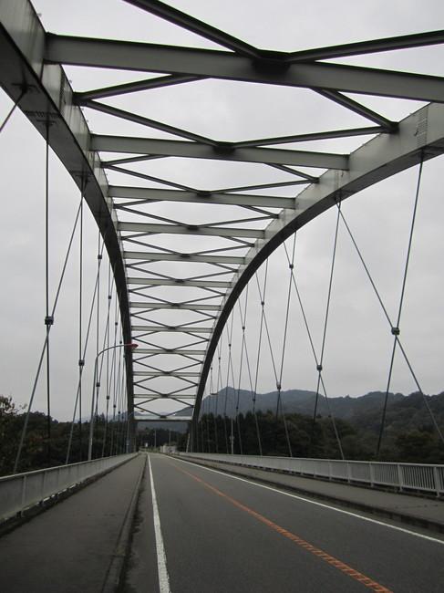 0644_橋を渡る.JPG
