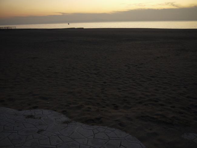 0644_第一区間終了。三浦海岸で夜が明ける.JPG