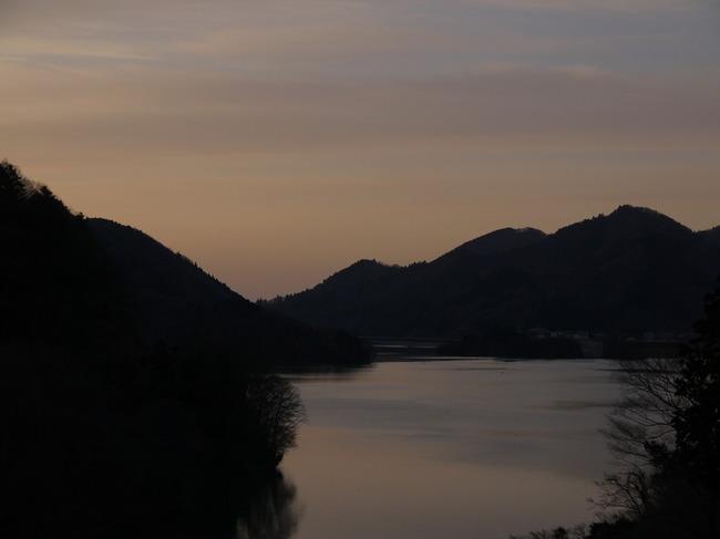 0645_宮ケ瀬湖の夜明け.JPG