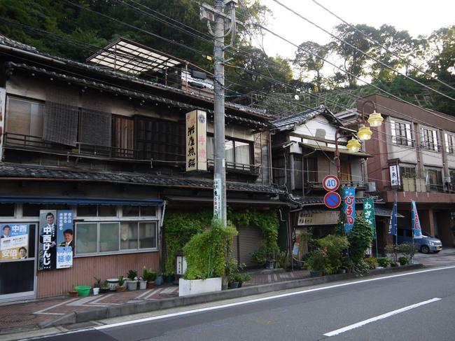 0648_昭和の匂いの湯河原.JPG
