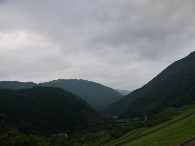 0652_緑が深い丹沢湖.JPG