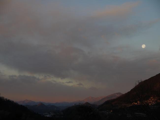 0700_静かなどうしの山々.JPG