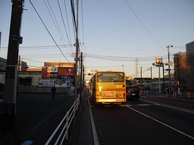 0706_バスに映る朝焼け.JPG