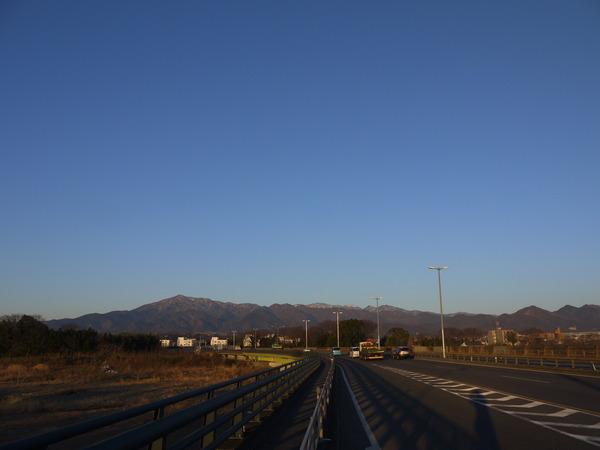 0706_雪化粧の丹沢山域.JPG