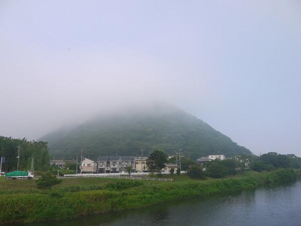 0707_霧の湘南平.JPG