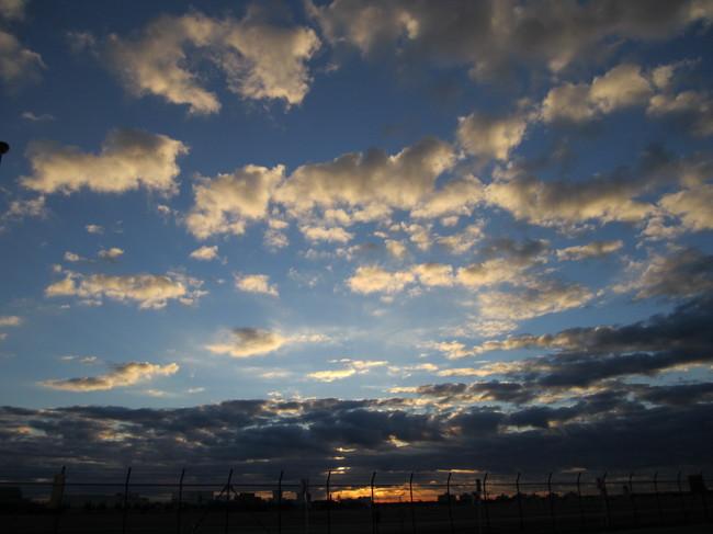 0712_横田基地の朝日.JPG