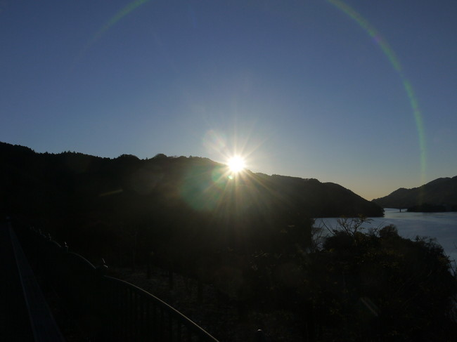 0717_宮ケ瀬湖の朝日.JPG
