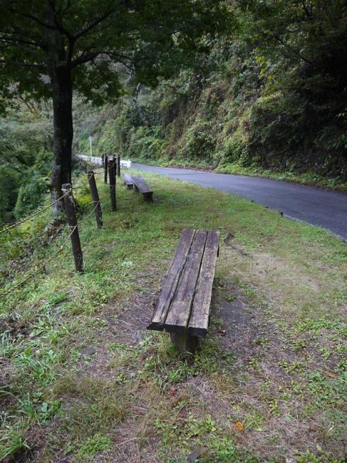 0733_裏和田唯一のベンチ.JPG