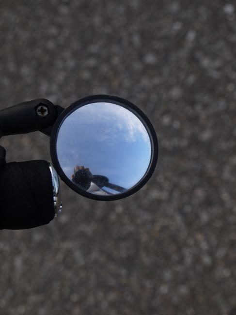 0735_バックミラーの青空.JPG