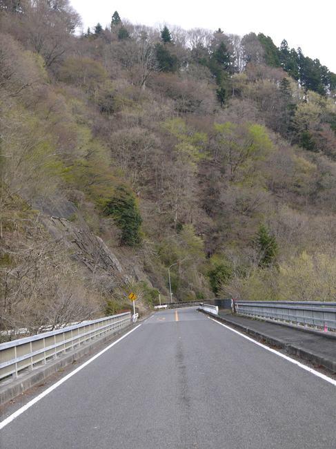 0737_宮ケ瀬湖畔道路.JPG