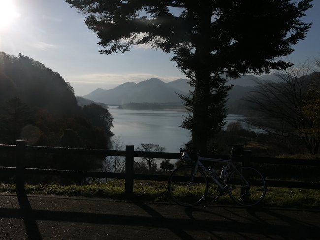 0803_宮ケ瀬湖とF85.JPG