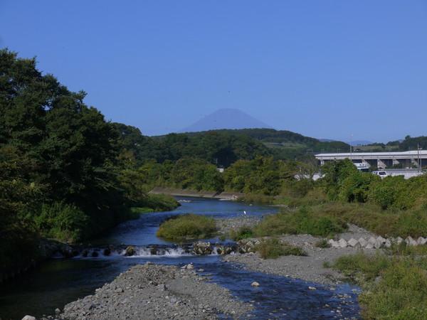 0810_金目川から富士山_BL.JPG