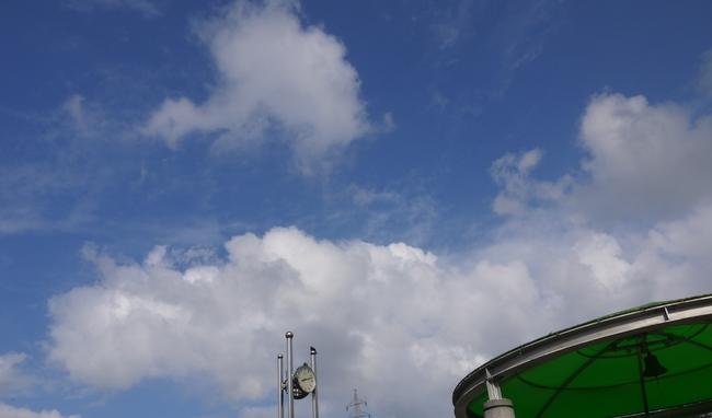 0812_相模湖の青い空.JPG