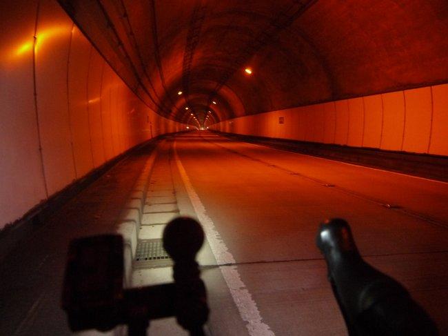 0818_トンネルの中でホッとする.JPG