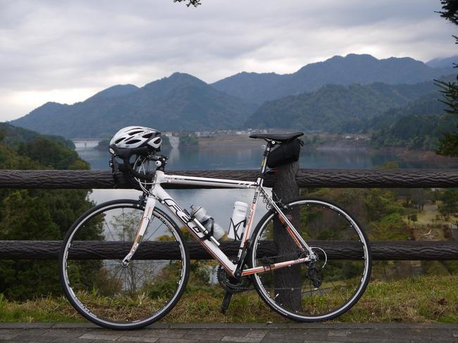 0819_宮ケ瀬湖とF85.JPG