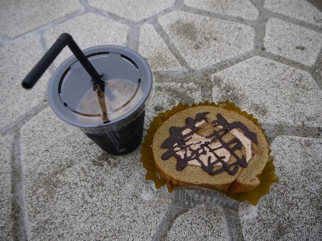 0832_カフェラテとモカケーキ.JPG