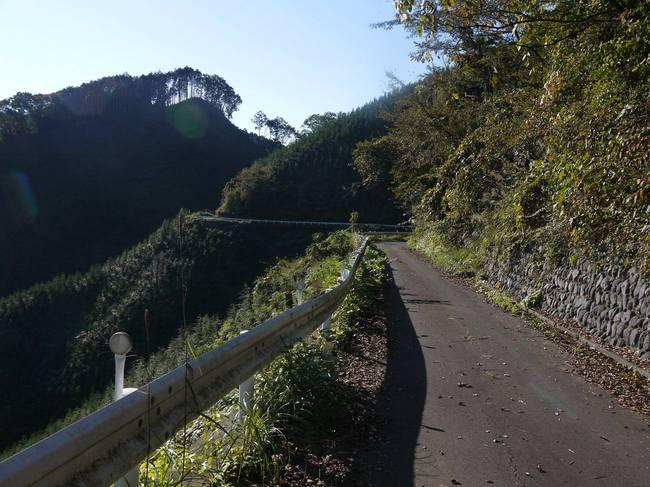 0836_展望が開ける入山峠下り.JPG