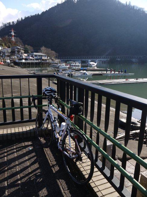 0854_相模湖とF85.JPG
