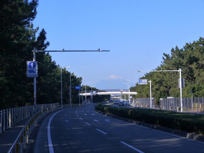 0855C_国道134号線と冬富士.JPG