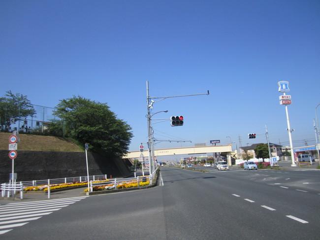 0855_青い空と伸びる道.JPG