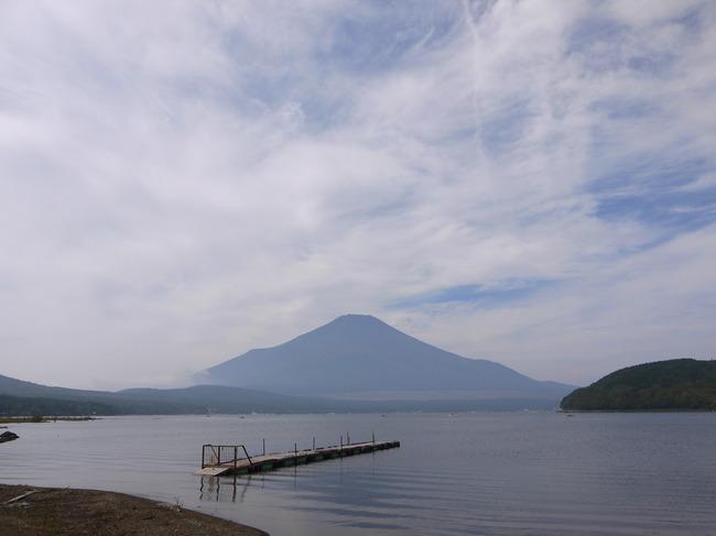 1107_山中湖と富士山.JPG