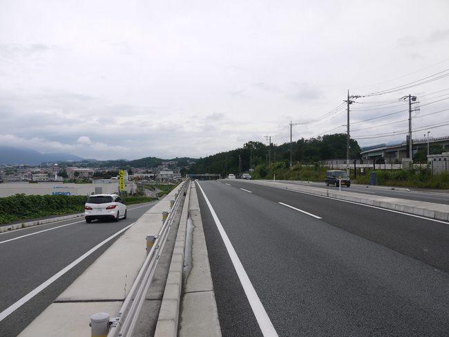 1142_韮崎の開放的な道路.JPG