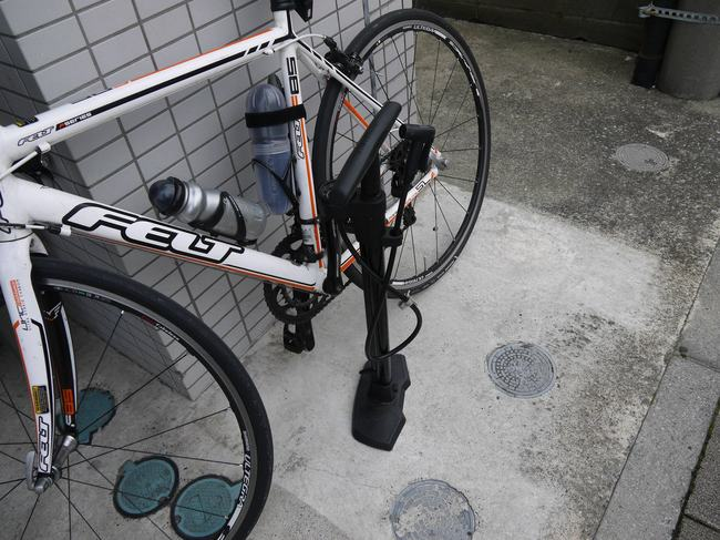 1354_横須賀プロショップで空気圧チェック.JPG