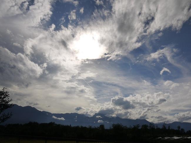 1504_韮崎手前から鋸岳.JPG