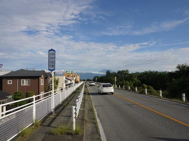1553_韮崎の20号線と富士山.JPG